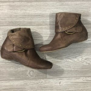 BareTraps • Riveted Lined Side Zip Ankle Booties